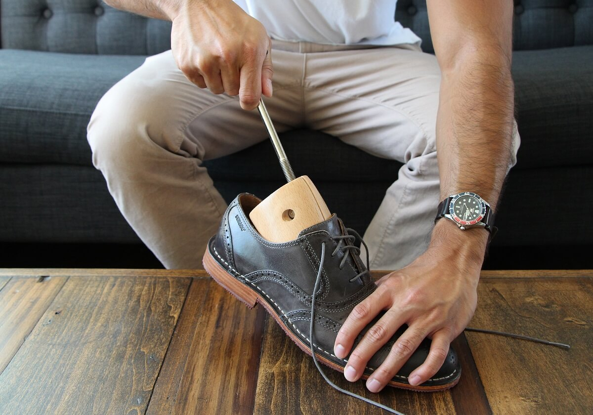 Investissez dans une civière à chaussures